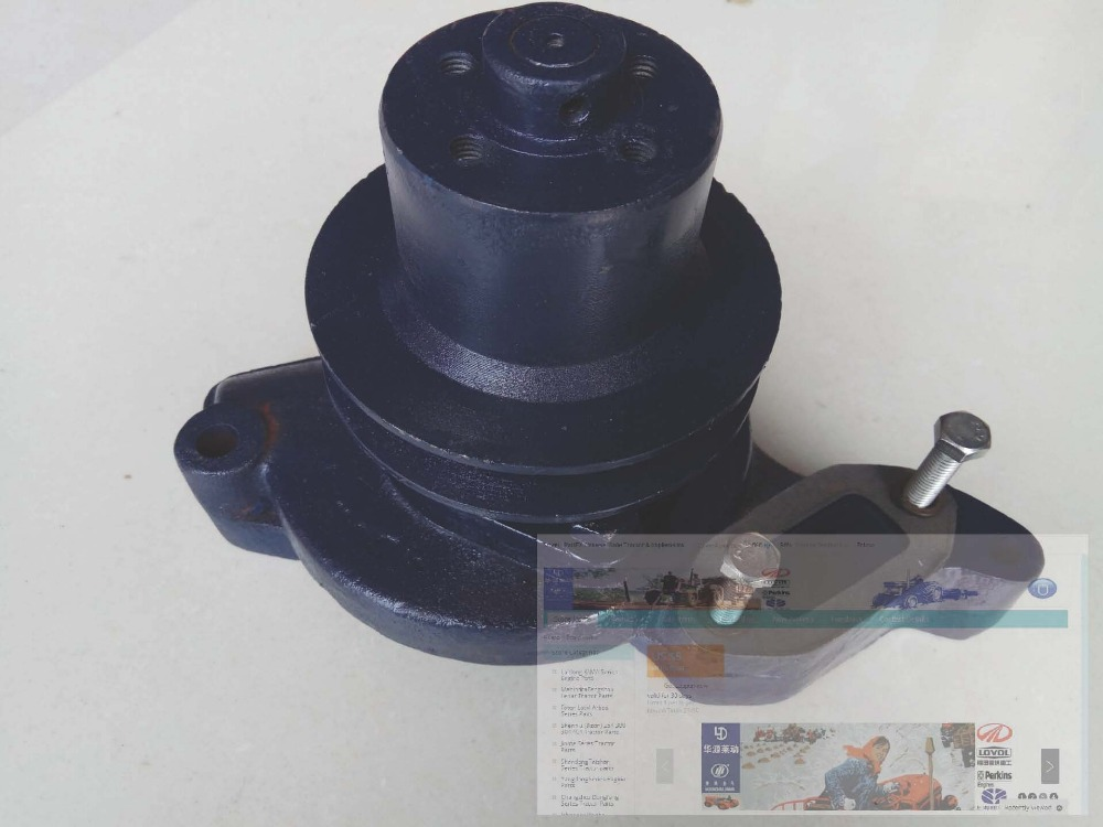 Shanghai SNH 4100 4102 engine for SNH654 754, the water pump assembly as picture showed, part number: water pump for d905 engine utility vehicle rtv1100cw9 rtv100rw9