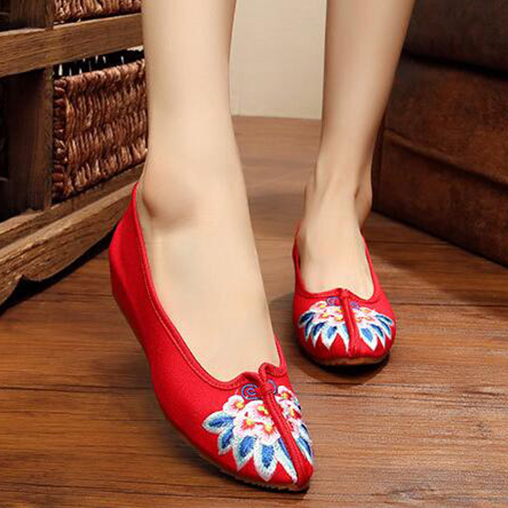 Chinese embroidery old Beijing cloth shoes embroidered floral ethnic style pointed toe soft canvas dance single shoes