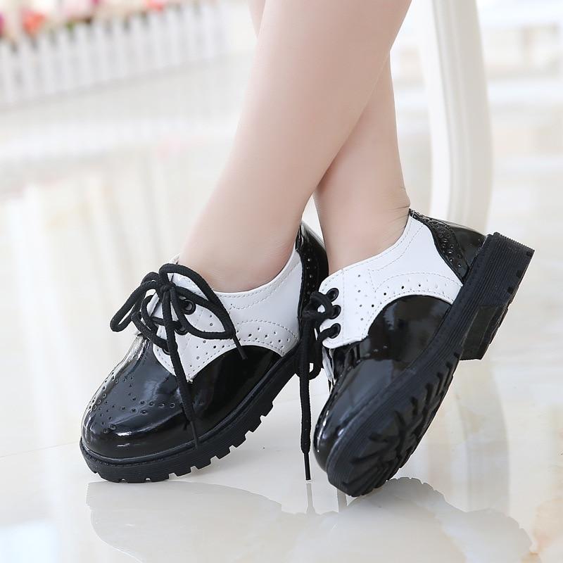 2018 ربيع جديد نمط الأطفال أزياء والجلود الرجعية أبيض وأسود الفتيان والفتيات أطفال أحذية الزفاف حزب أحذية