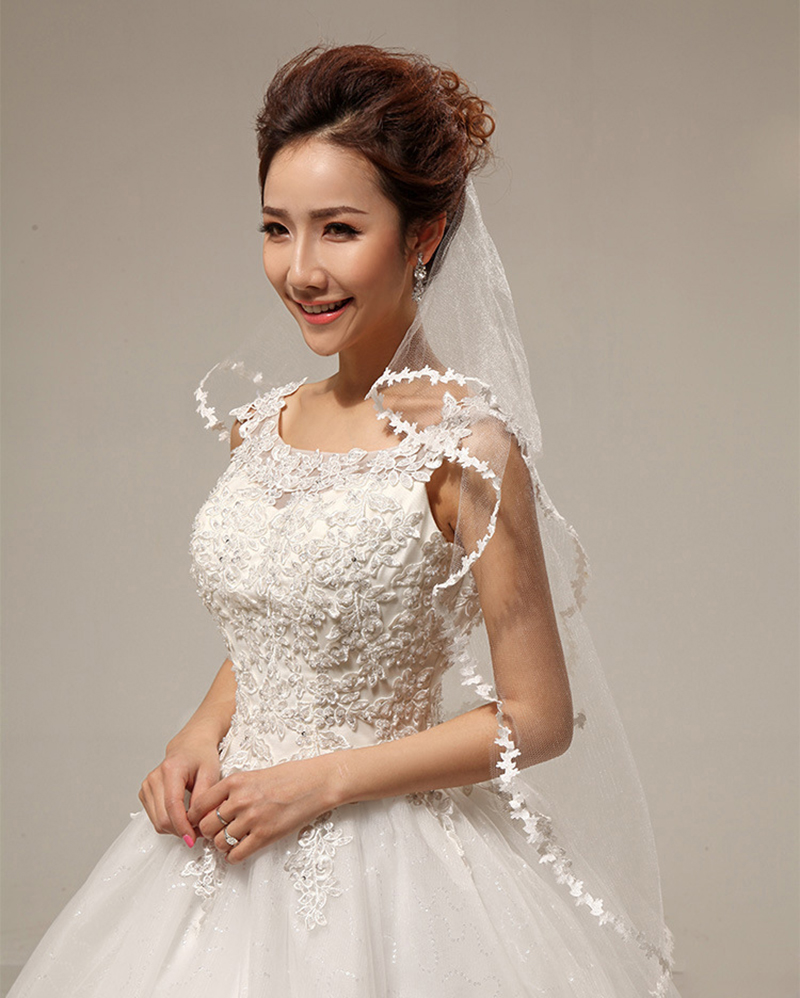 Cheap Vintage White Ivory Short Bridal Veils With Lace Edge Two Layers Appliqued Adult Wedding Veils Fingertip Veils In Stock