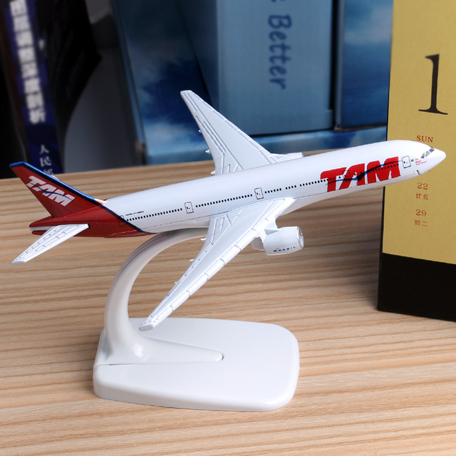 16cm Brazil TAM Airline Boeing 777 Plane Model Alloy Aircraft TAM Aviation Model Aircraft Airplane Model Stand Craft 1:400 Toys