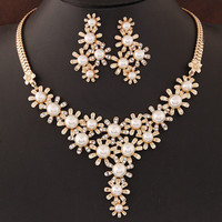 Fashion Simulated Pearl Jewelry Sets Flower Shaped Statement Necklace Earrings Sets Gold Silver Plated Parure Bijoux