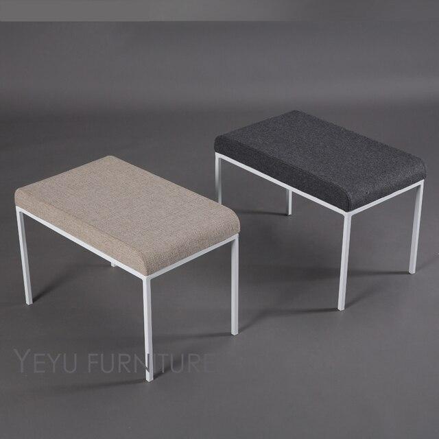 Minimalista diseño moderno tapizado cubierta suave y metal otomana ...