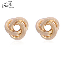Badu Small Stud Earring Gold Silver Twisted Hollowing Metal Studs Women Punk Jewelry Gift for Girls Wholesale
