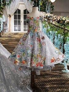 Image 5 - LS00147 lange abendkleid 2020 spitze up zurück appliques grau mutter tochter kleider mit abnehmbaren cape vestido longo de festa