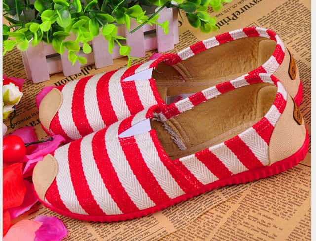 Old Beijing cloth shoes spring and autumn round women's wide stripe Flat shoes comfortable shoes free shipping каталка машинка s s toys bambini пластик от 6 месяцев музыкальная разноцветный