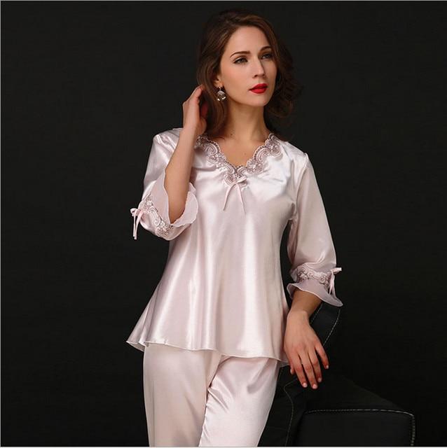 Mujeres pijama establece tres cuartos con cuello en V rojo rosa de color azul real estilo elegante y sedoso pijama sexy de calidad superior para las damas