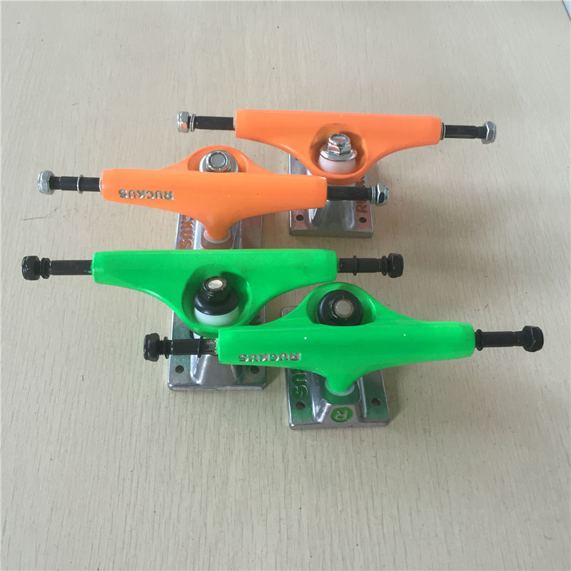 2Pcs Quality 5.0 Rocus Skate board Truck designed WITH pure color for pro skateboard deck best skateboard part and best price