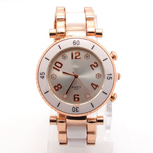 Wholesale Luxurious Trend Rose Gold Tone Watches Girls Girls Males Gown Quartz Wristwatches TW043