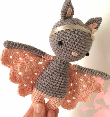 Вязаный крючком амигуруми летучая мышь девушка мисс