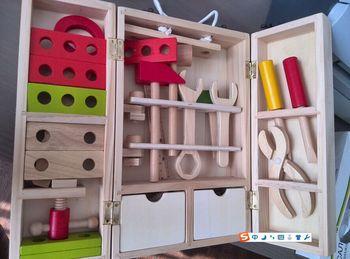 Nowe drewniane bloczki zabawki edukacyjne dla dzieci narzędzie do symulacji cieśli narzędzia zestaw zawiera 25 sztuk narzędzi dla dzieci prezent darmowa wysyłka tanie i dobre opinie Unisex 3 lat Model Not for children under 3 years Drewna Narzędzia ogrodowe zabawki 34X20X8cm 1 5kg Bass wood 3year +