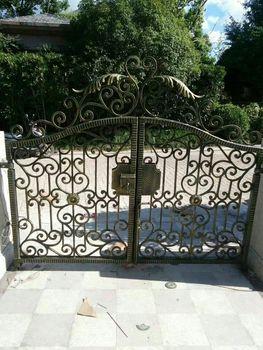 Индивидуальные ворота, цепи, железные ворота, ограждение