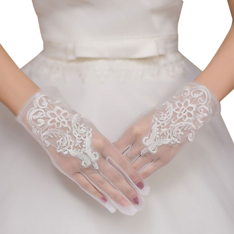 Glamour Bride Dress Gloves Charming Lady Women Glove With Fingers Lace Short Paragraph Mittens Wedding Dresses Accessories