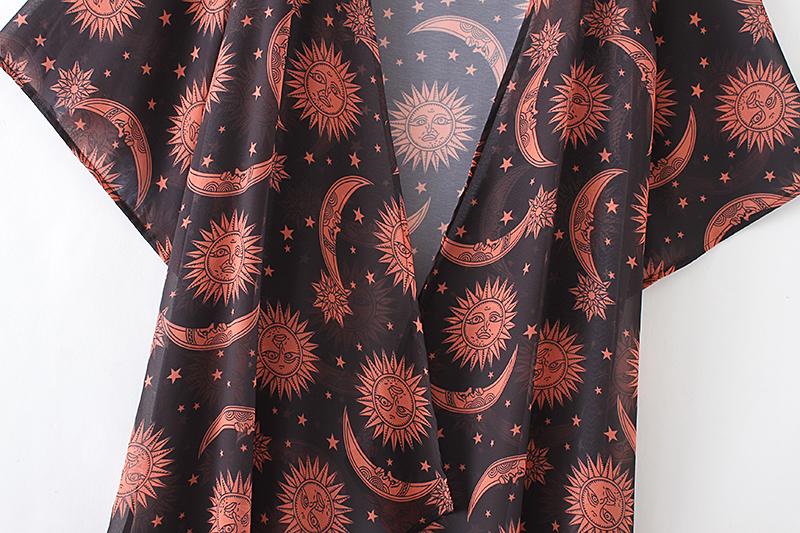 kuude ja päikestega õhuline kimono