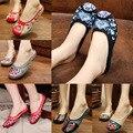 Новые Прибытия летняя мода Старый Пекин вышивка домашние Тапочки женщин случайных женщина мягкая обувь mujer плюс размер 40