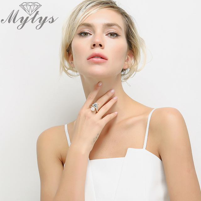 Mytys Perla Anello per le Donne Pave Impostazione Anelli di Cristallo Nero bianco 2 Perle Dichiarazione di Moda di Design Gift Box Anello Da Cocktail R1041