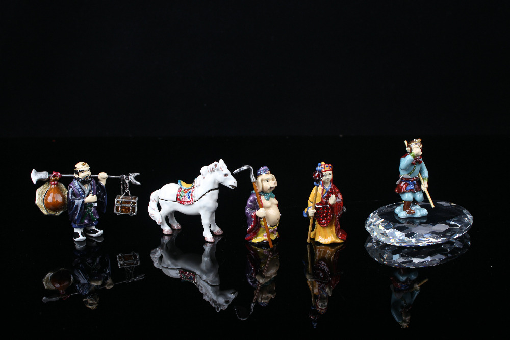 Miniature Jouney to Western Trinket Collections a set of 5 pcs Chinese Styles Trinkets Gift