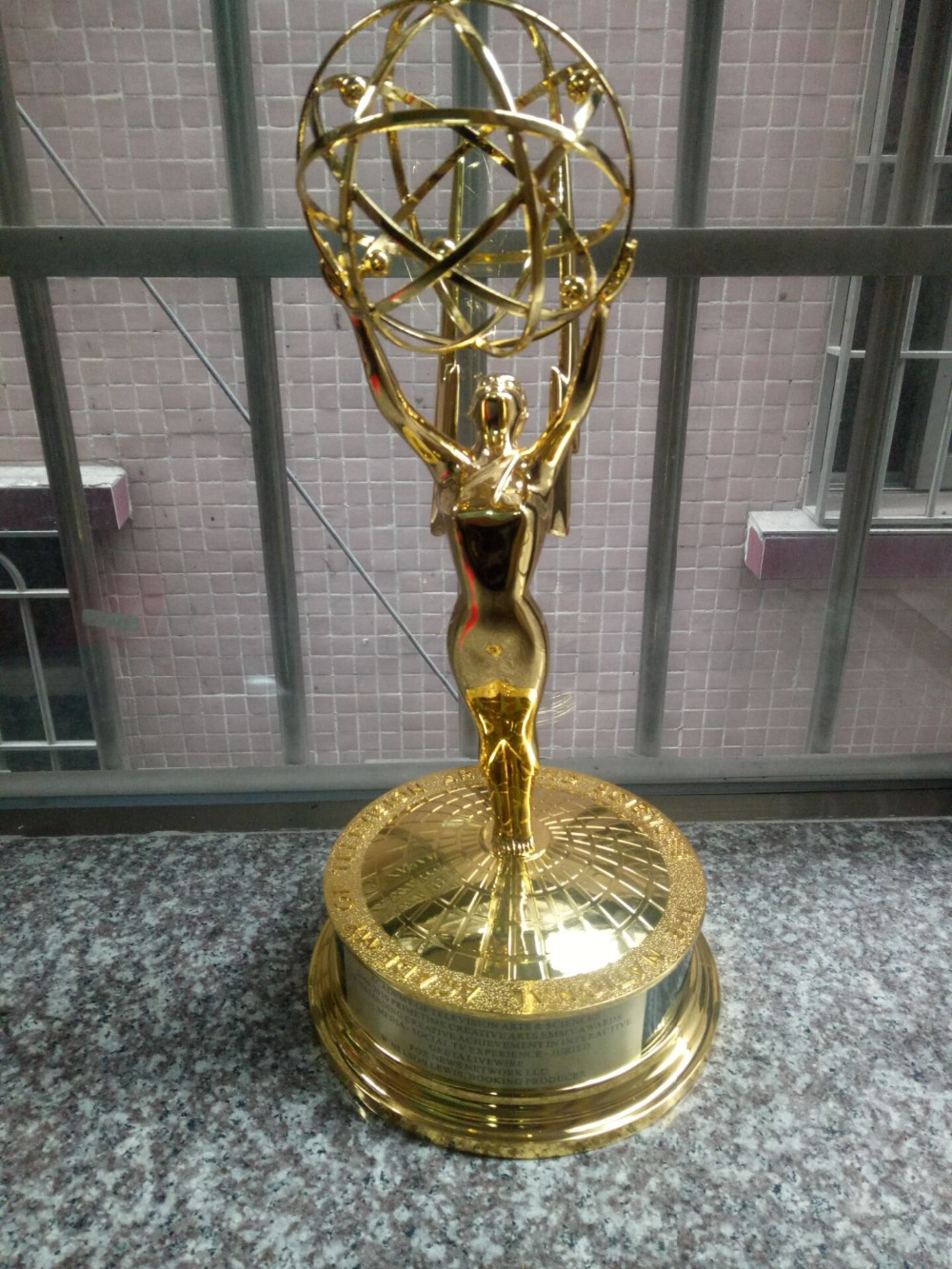 Zinc Alloy Emmy Trophy1:1 replica 39cm Hight Emmy Award Trophy Replica TV Trophy Zinc Alloy Souvenirs Collectibles Nice Gift