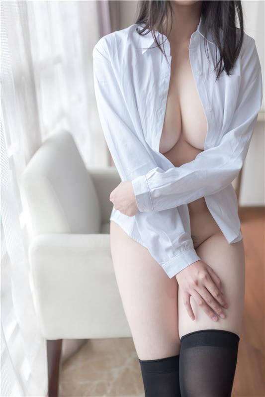 网红女神@软软酱之白衬衣+厨娘专辑-[79P/1V/445MB]