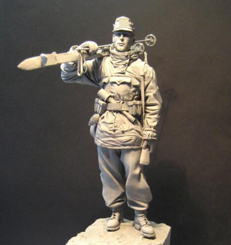 US $21 55 |1/16 120mm Unpainted Resin Figure Soldier carrying sleds (not  include Ski pole)-in Model Building Kits from Toys & Hobbies on