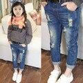 2016 Nueva Primavera Niñas Ripped Jeans Diseño de Color Azul de Primavera Otoño Moda Casual Pantalones de Mezclilla Pantalones de Los Bolsillos