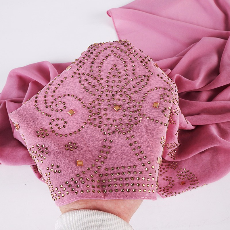 Купить с кэшбэком Hot Drilling Luxury Rhinestone Decor Hijabs Women Turkish Hijab High Quality Plain Pearl Chiffon Muslim Scarf Indonesian Turban