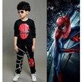 2017 Nueva Ropa de Bebé Niño 2 unids Traje/set de Manga Larga t-shirt + Pantalones patchwork Establece Niños Spiderman niño paño de Algodón Chándal