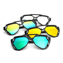 купить New Women Fashion Polygonal Hollow Sunglasses Brand Designer Luxury Sun Glasses For Men Women дешево