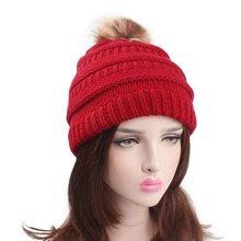 Faux Fur Pom para las mujeres gorros de Punto Rojo Negro Blanco Otoño Invierno  sombreros gorros Pompom Skullies Mujer 96257ae3853