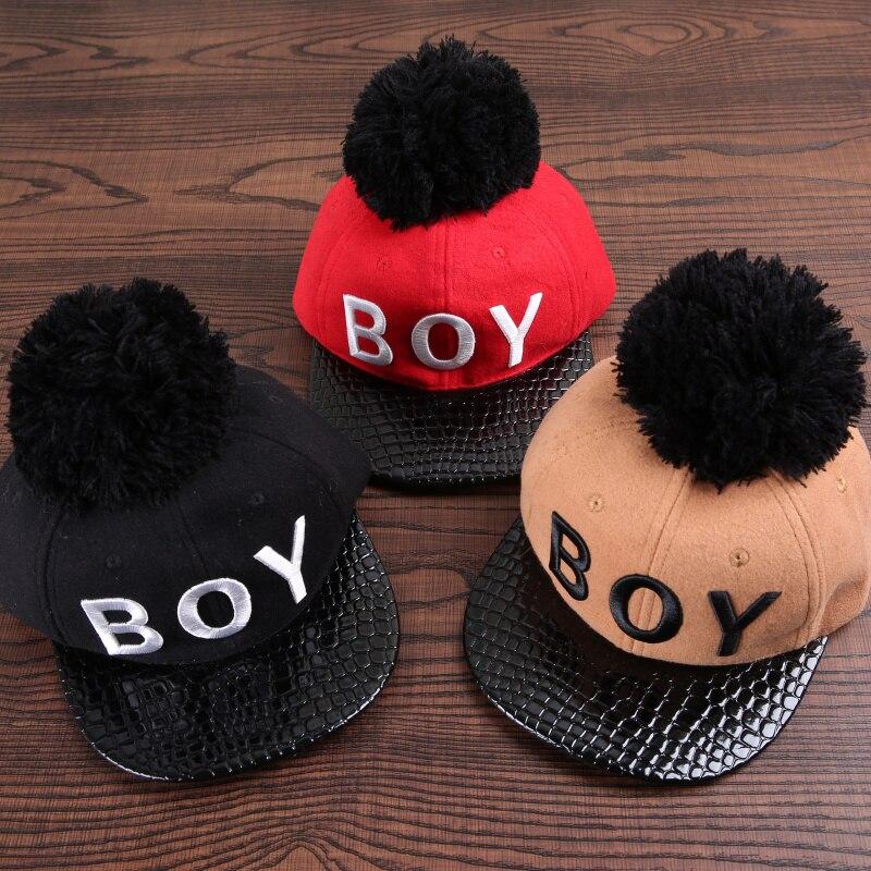 Prix pour 2017 hiver feutre lettre garçon hip-hop casquette de baseball. grand pompons loisirs en cuir bord snapback chapeau filles/garçons snapback