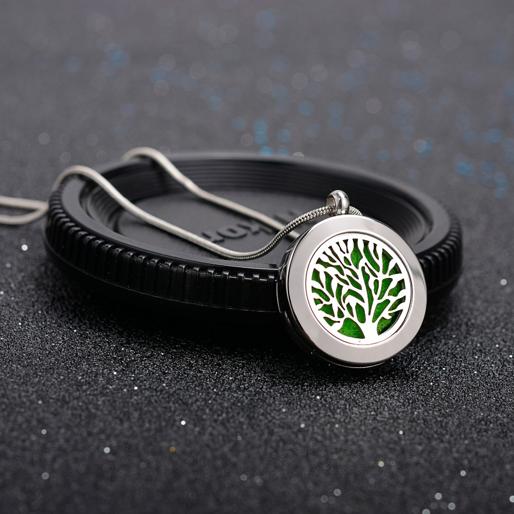 1Pc Inner 20mm Locket Stainless Steel Aroma Necklace Essential Oil Diffuser Necklace For Jewelry Gift in Pendant Necklaces from Jewelry Accessories
