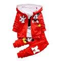 2016 Mickey mouse treino Meninos Dos Miúdos Das Crianças do bebê Conjunto De Pano Outono Inverno 3 pcs Set camisa + Casaco Com Capuz + calças Ternos De Algodão Queda
