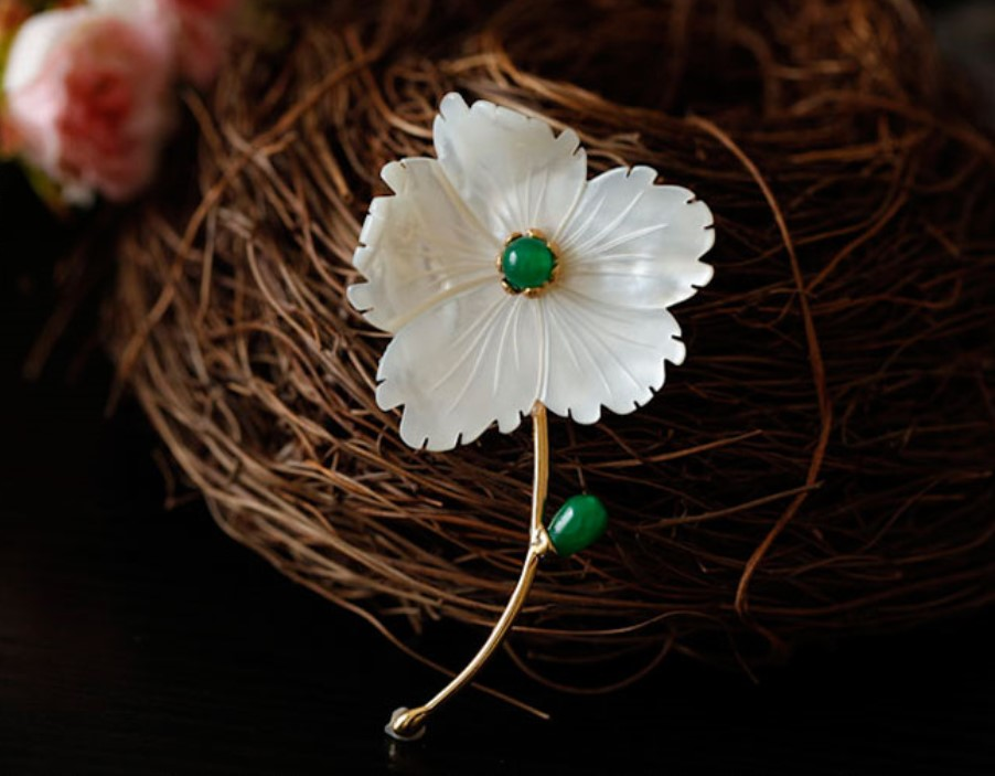 CMAJOR Shell Makeing Brooches For Women Delicate White Flowers Brooch Embellish With Green Calcedony Pendants Brooch Jewelry
