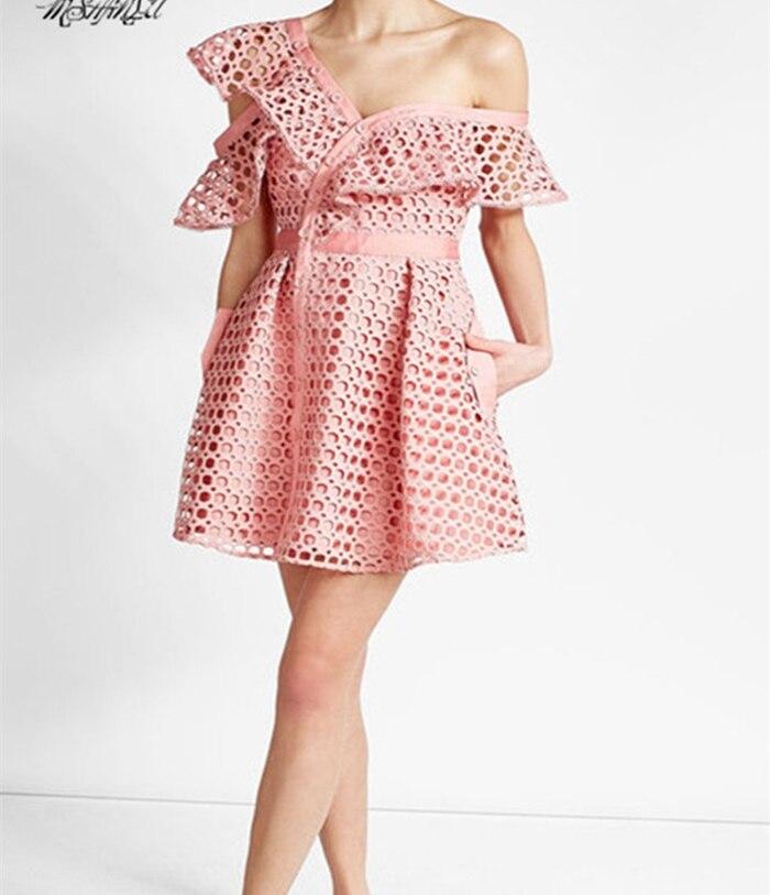 2019 جديد وصول الوردي/الأبيض المرأة الدانتيل اللباس-في فساتين من ملابس نسائية على  مجموعة 1