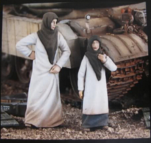 resin assembly Kits 1 35 arab street woman with girl include 2 soldiers Unpainted Kit Resin