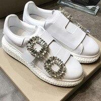 Кристалл украшен пряжкой узор Женская обувь белые кожаные женские кроссовки круглый носок Низкий Топ на платформе бренд звезды женские Туф