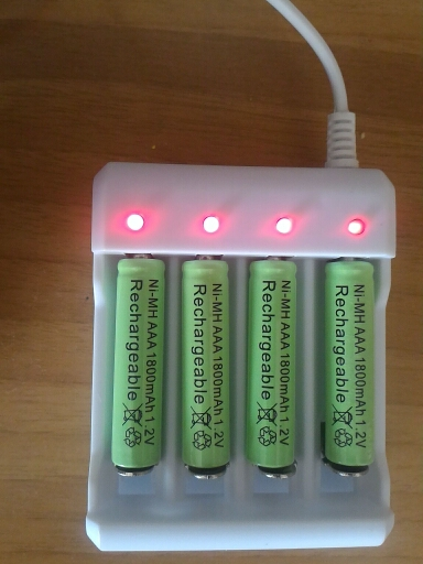 4 Slots Smart Intelligent Battery Charger For AA / AAA lithium-ion Rechargeable Batteries Promotion 1.2V USB Plug