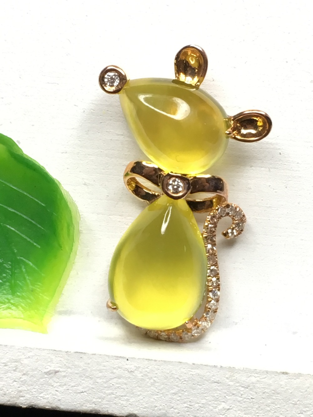 все цены на Natural prehnite yellow gold pendant, 18K yellow gold, pears 7mm*10mm and 8mm*12mm, real diamond jewelry, top quality онлайн