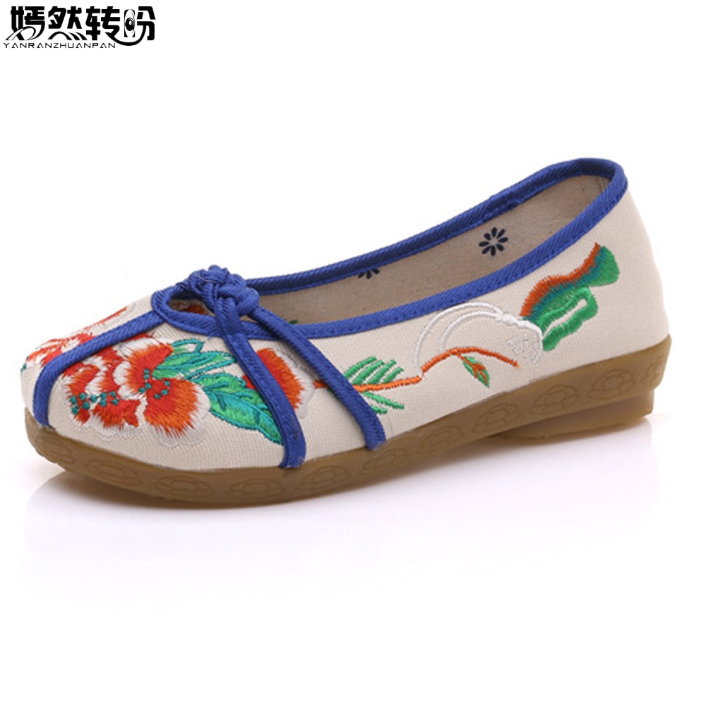 New Arrive Women Flats Flower Embroidered Shoes Canvas Vintage Chinese Knot Casual Cotton Ballets Shoes Woman Zapatos Mujer wegogo women flats casual flower embroidery shoes chinese old beijing ladies canvas ballet shoes woman zapatos mujer big size 41