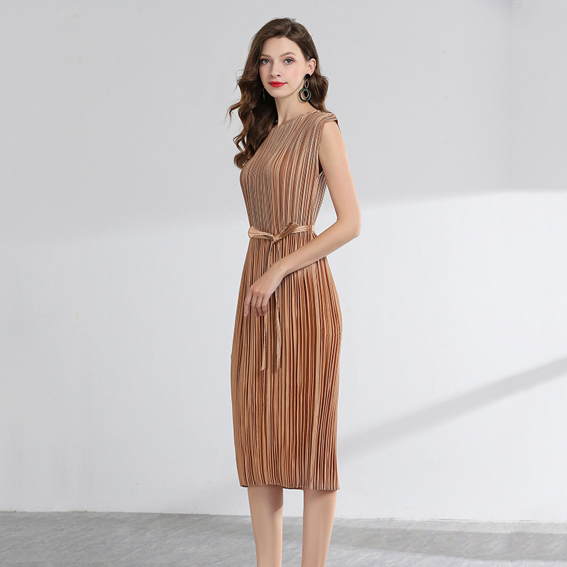 LANMREM 2019 Solid Color Sleeveless Summer Pleated Clothes For Women Temperament Fashion New O neck Dresses