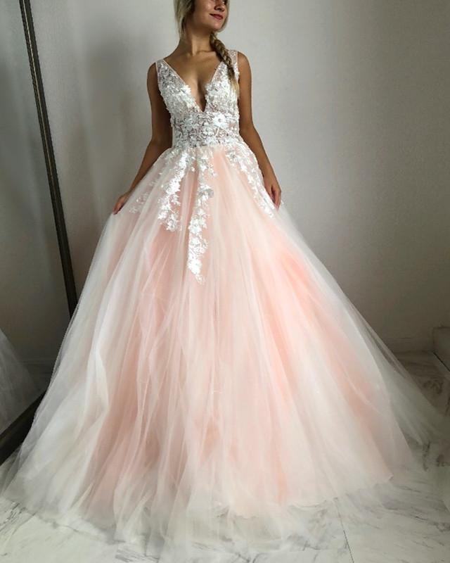 Backless Puffy 2019 Cheap Quinceanera Dresses Ball Gown V-neck Tulle Lace Beaded Party Sweet 16 Dresses