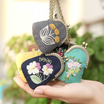 DIY Flower Mini Embroidery Bag Kits,Embroidery Necklace Key chain Cross Stitch Sets Needlework Flower Printed Canvas Swing Craft embroidery