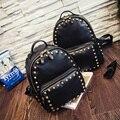 Europeu marca de luxo mulher rebites mochila mochilas de design tamanho mini tamanho grande sacos de viagem mochila meninas sacos de rebites studded
