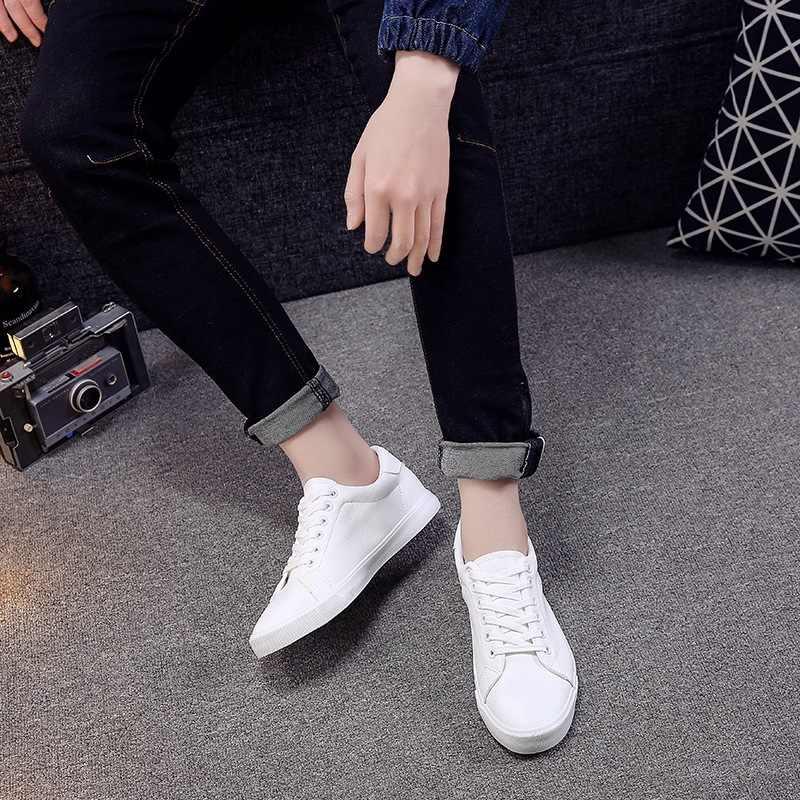 สีขาวของผู้ชายรองเท้าหนังกีฬาสันทนาการรองเท้า Lace-up รองเท้าผู้ชายน้ำหนักเบาสบาย Breathable เดินรองเท้า