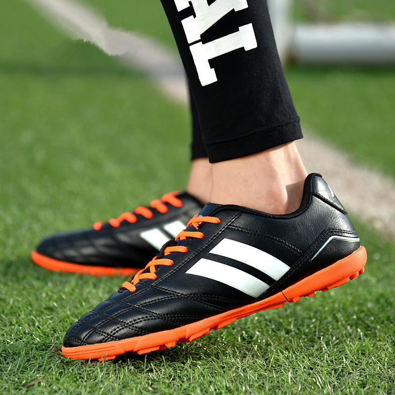 ZHENZU Indoor TF Men Turf Soccer Shoes Sleats Futzalki Original Superfly Futsal Professional Leather Football Boots 33-45