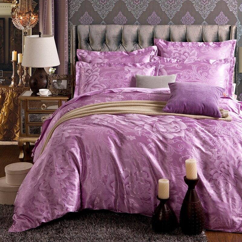 Ensemble de literie Noble violet comprend une housse de couette, un drap de lit, des taies doreiller en satin, un ensemble double queen king size.Ensemble de literie Noble violet comprend une housse de couette, un drap de lit, des taies doreiller en satin, un ensemble double queen king size.
