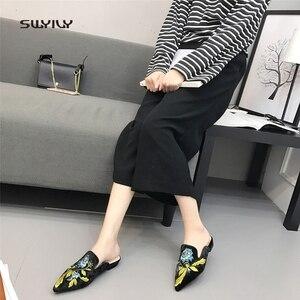 Image 2 - SWYIVY ผู้หญิงแฟลต Muler รองเท้าเย็บปักถักร้อย 2018 รองเท้าสบายๆหญิงทองกำมะหยี่ VINTAGE ดอกไม้เลดี้ครึ่งรองเท้าแตะ 41 PLUS ขนาด