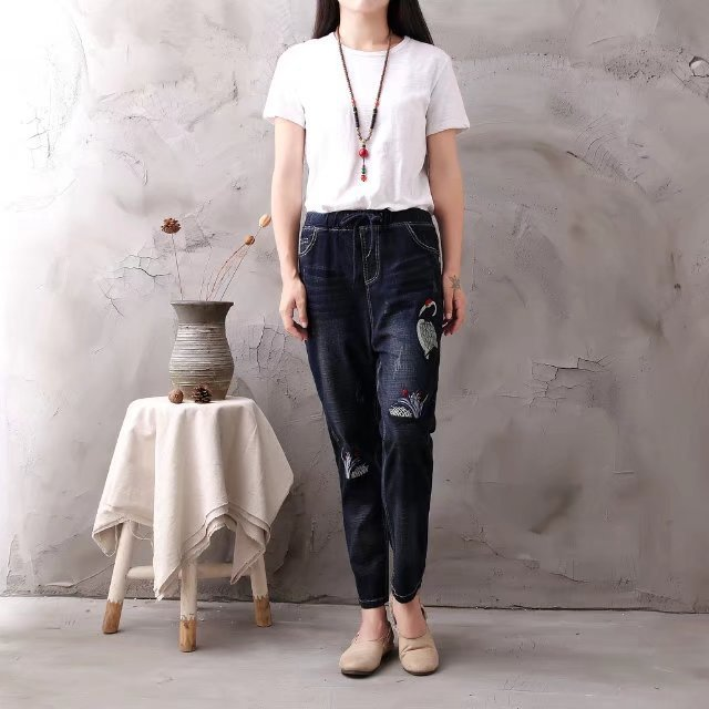 Women Autumn Winter New High Quality Slim-type Jeans 2017 Fashion Loose Female Elastic Waist Denim Trousers Embroidery Pants  women summer loose zipper jeans 2017 high quality denim trousers female new retro slim type denim pants pockets scratched