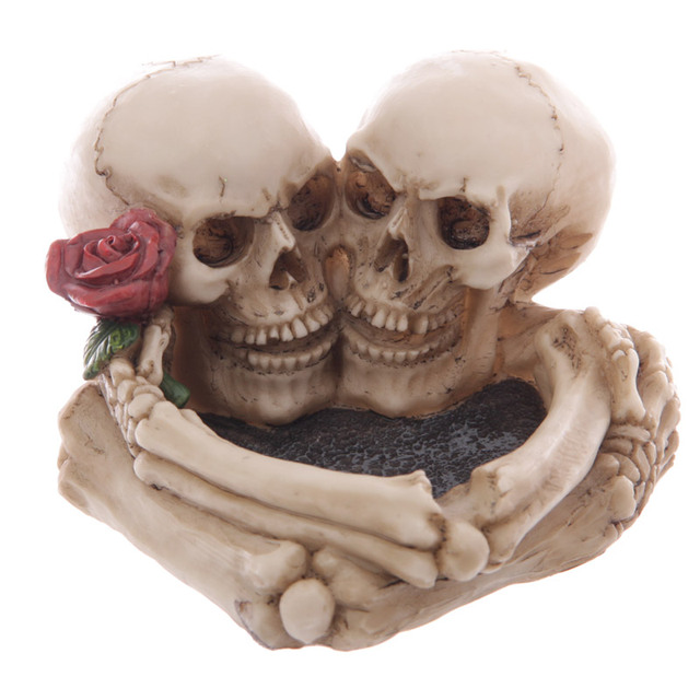 Skull Lovers Ashtray Decorative Romantic Skeleton Heads Halloween Skulls With Rose Couple Ornament Funky Gadget Gothic