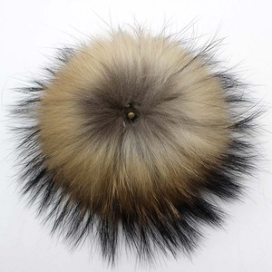 Image 3 - 50pcs/ lot DIY 13 14cm Real Raccoon Fur Pompoms Fur balls for knitted beanies keychain and scarves shoes Real fur pom Wholesale